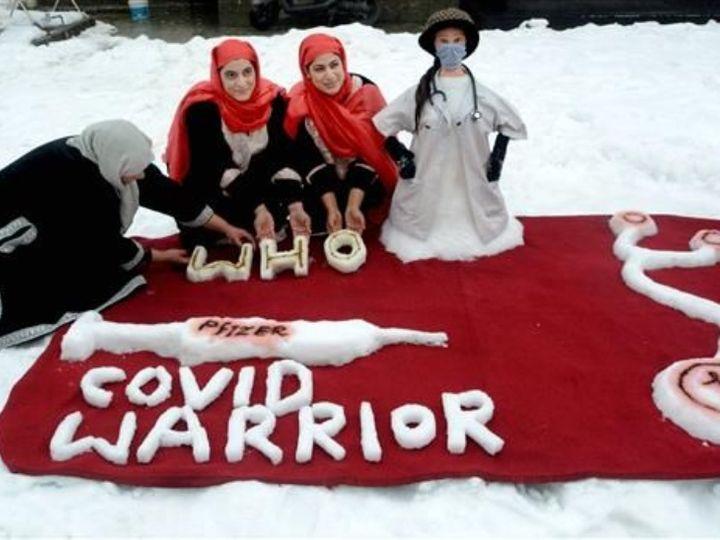 કાશ્મીરની બે બહેનોએ કોરોના વોરિયર્સને બિરદાવવા માટે બરફનું શિલ્પ બનાવ્યું. તેમના શિલ્પને જોવા અનેક લોકો આવી રહ્યા છે.