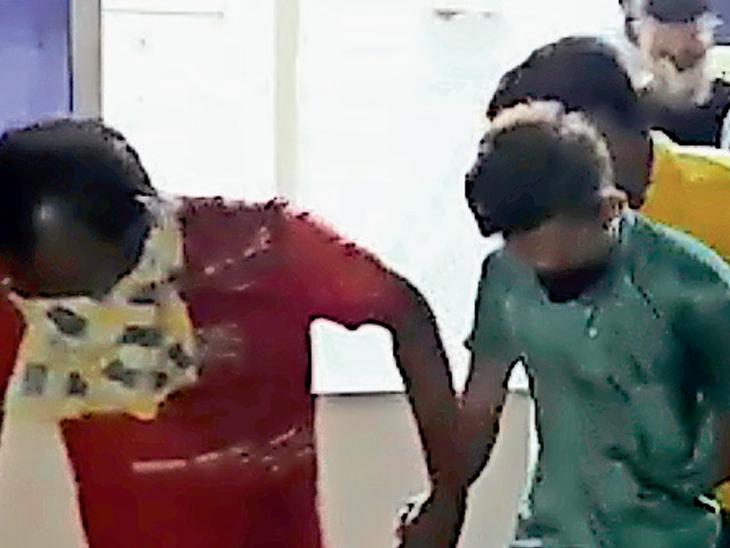 ત્રણ સ્પામાં કૂટણખાનું પકડાયું, વિદ્યાર્થીઓ, વેપારી અને કારખાનેદાર સહિત 13 ઝડપાયા|સુરત,Surat - Divya Bhaskar