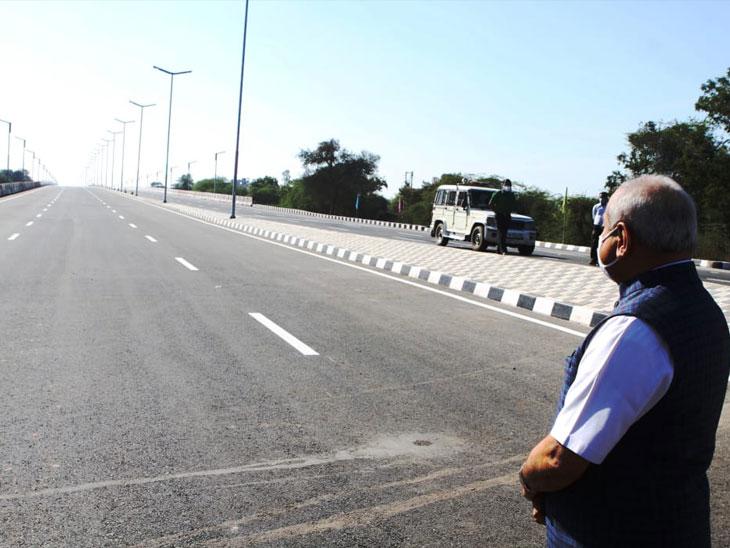 આજે લોકાર્પણ કરવામાં આવેલા ઉવારસદ ચાર રસ્તા ફ્લાયઓવરમાં ૩૫ મીટરનો એક ગાળો છે. - Divya Bhaskar