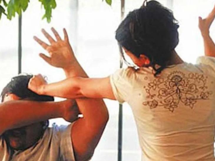 અમદાવાદમાં પ્રેમિકાએ પ્રેમી સાથે બર્થ ડેના દિવસે જ હોટલમાં મારઝૂડ કરી, ઘરે જઈ પ્રેમીની પત્નીને તમામ હકીકત કહી સાથે રહેવા જીદ પકડી અમદાવાદ,Ahmedabad - Divya Bhaskar