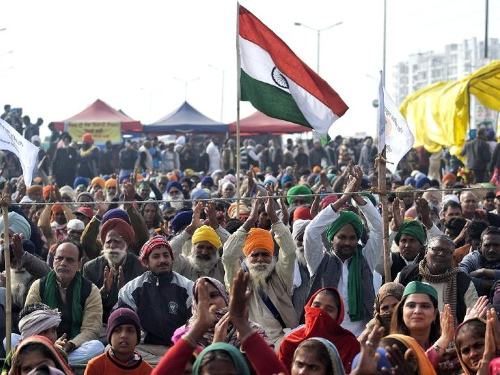 કૃષિ કાયદા વિરુદ્ધ ખેડૂતો 26 નવેમ્બરથી દિલ્હીની સરહદ પર આંદોલન કરી રહ્યાં છે. ગાજીપુર બોર્ડરની આ તસવીર શનિવારે લેવાઈ હતી. - Divya Bhaskar