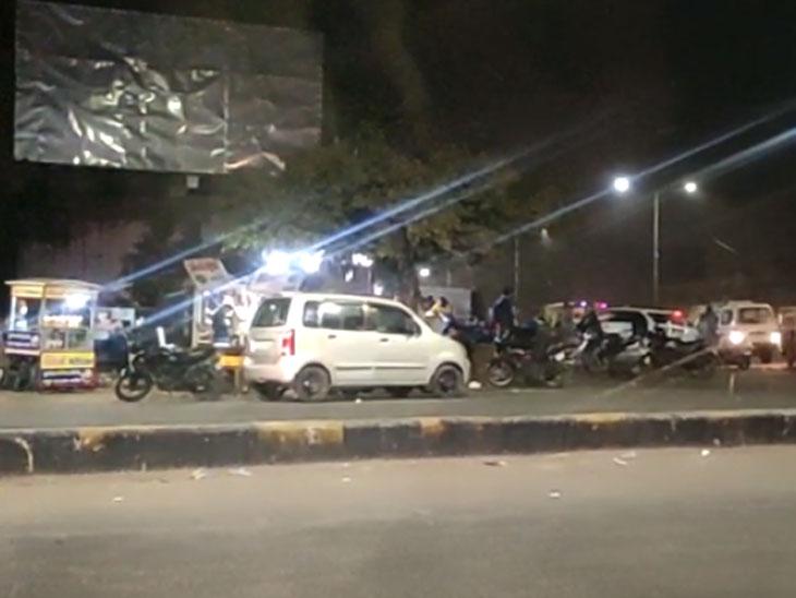 દિવસે પ્રજાને કાયદો બતાવતી પોલીસ રાત્રિ કરફ્યુના અમલમાં ક્યાં ખોવાઈ જાય છે?|અમદાવાદ,Ahmedabad - Divya Bhaskar