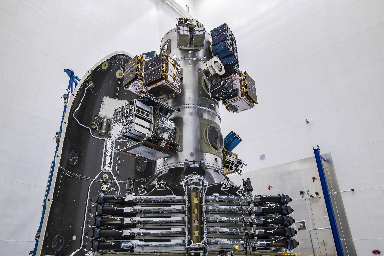 ફાલ્કન-9 રોકેટથી મોકલવામાં આવેલા અમુક ક્યુબસેટ્સની સાઈઝ શૂઝ બોક્સ જેવડી છે.