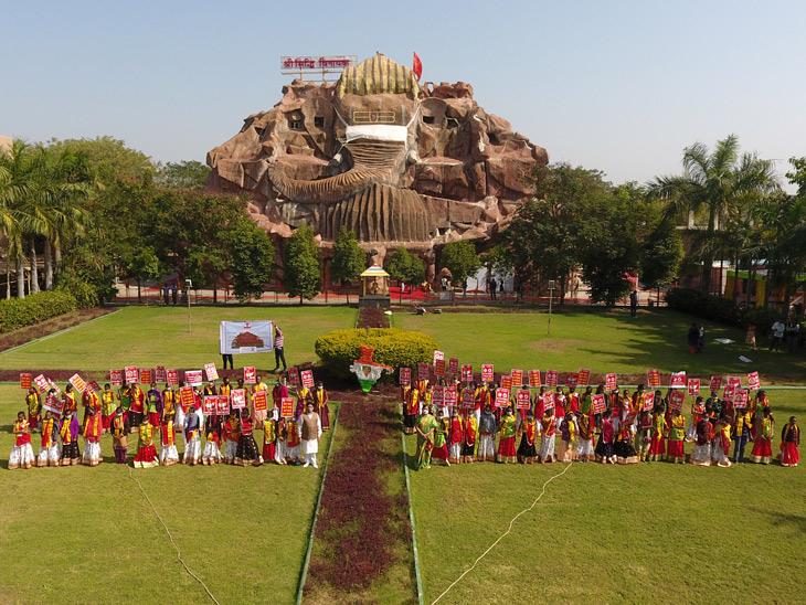 મહેમદાવાદના સિદ્ધિ વિનાયક મંદિરે 50 ગામની 101 કન્યાને દત્તક લીધી|અમદાવાદ,Ahmedabad - Divya Bhaskar