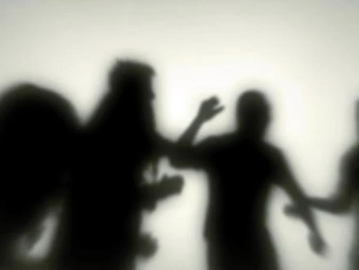 રાજકોટમાં કૌટુંબિક બહેનના પ્રેમલગ્નનો ખાર રાખી ભાઇ સહિત 4ની ધમાલ, ધમકી|રાજકોટ,Rajkot - Divya Bhaskar