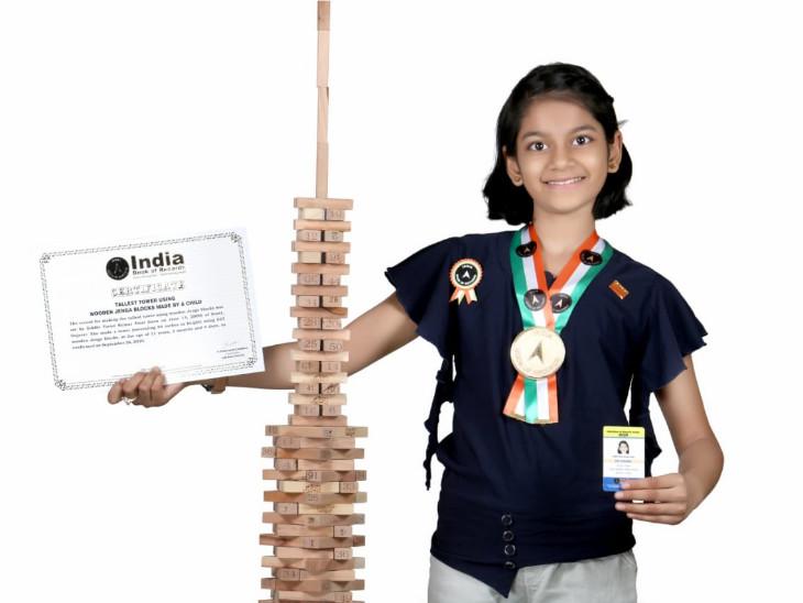 સુરતની 11 વર્ષની સિદ્ધિ પટેલની અનોખી સફળતા, એશિયા બૂક અને ઈન્ડિયા બૂકમાં નામ નોંધાવ્યું, કોરોનાની વીડિયો સ્પર્ધામાં પ્રથમ ક્રમ મેળવ્યો સુરત,Surat - Divya Bhaskar