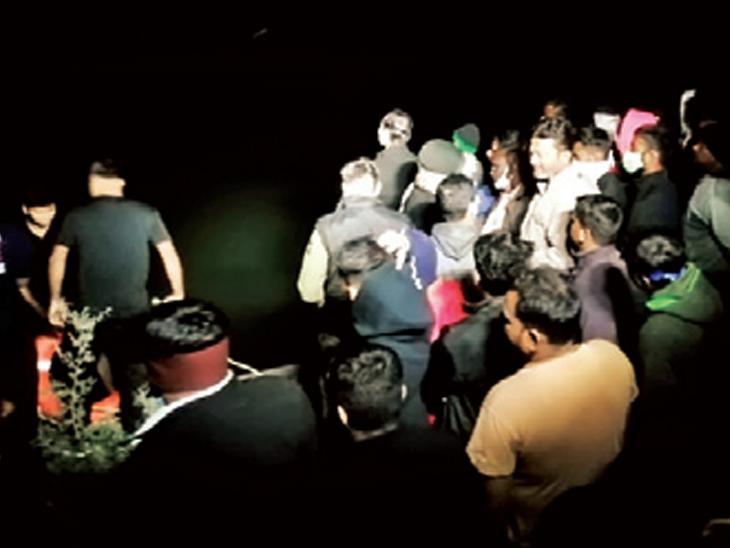 મુંબઇ જવા નીકળેલો દેલવાડાનો યુવક ઘરેથી માત્ર 3 કિમી દૂર પહોંચ્યો ને કાર નહેરમાં ખાબકતાં મોત બારડોલી,Bardoli - Divya Bhaskar