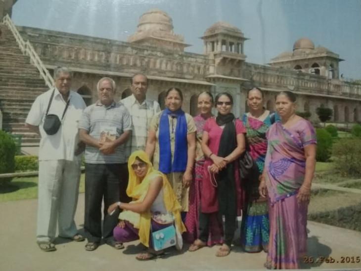 ચારધામની યાત્રા દરમિયાન તેમના ગ્રુપ સાથેે ધનલક્ષ્મીબહેન રાણા