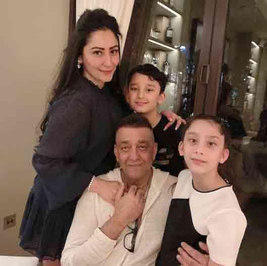 સંજય દત્તની પત્ની બંને બાળકો સાથે હાલ દુબઈમાં છે