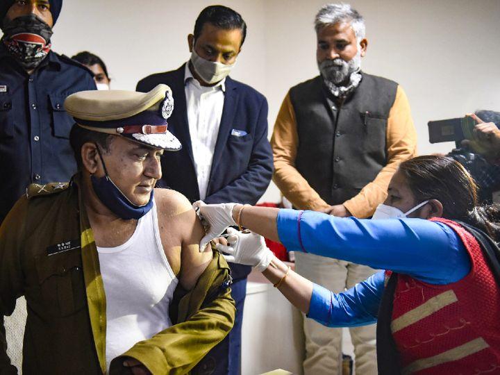 ગુરુગ્રામના પોલીસ કમિશનર કેકે રાવને કોરોનાની વેક્સિન અપાઈ હતી. - Divya Bhaskar