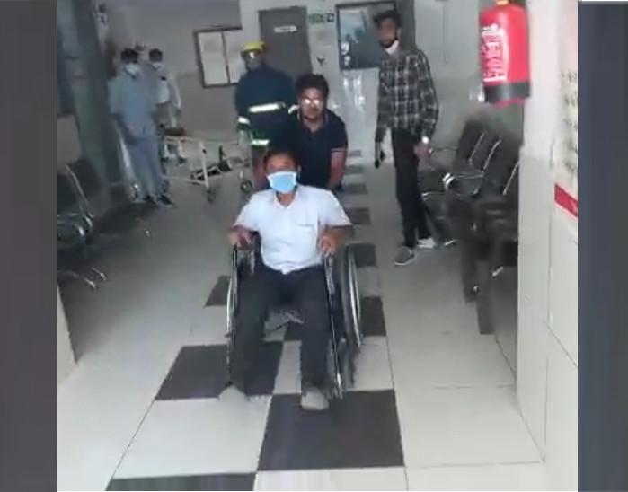 मरीजों को सुरक्षित स्थान पर ले जाने के लिए प्रैक्टिकल मॉक ड्रिल करते हैं