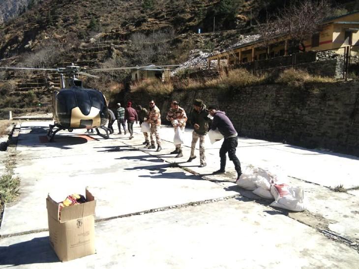 સ્થાનિક લોકોને રાહત સામગ્રી પણ આપવામાં આવી રહી છે. એમાં ખાવા-પીવાનું અને કપડાં લોકોને આપવામાં આવી રહ્યાં છે.