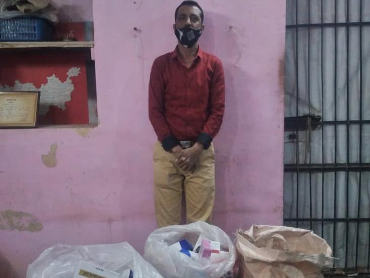 ધોળકામાં દવાખાનું ખોલીને રૂ. 50માં દવા આપતો નકલી ડોક્ટર ઝડપાયો અમદાવાદ,Ahmedabad - Divya Bhaskar