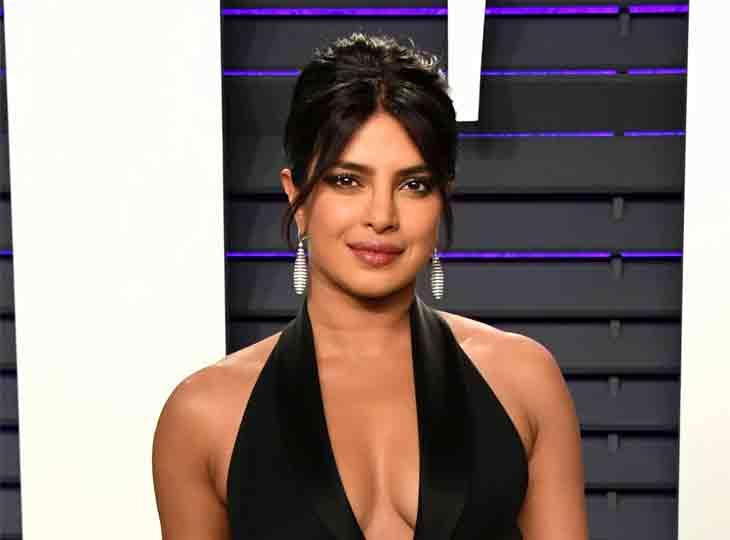 પ્રિયંકા ચોપરાએ કહ્યું, 'બોલિવૂડ ડિરેક્ટરે એક્ટ્રેસ બનવું હોય તો બ્રેસ્ટ-બટ સર્જરી કરાવવાની મને સલાહ આપી હતી'|બોલિવૂડ,Bollywood - Divya Bhaskar