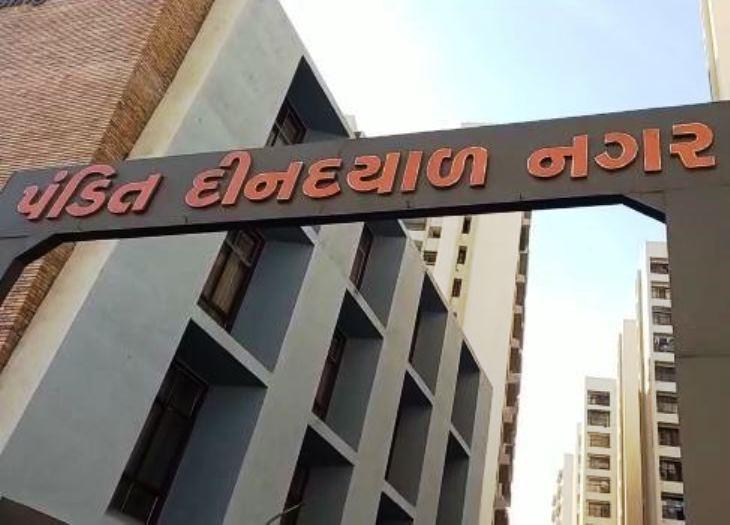 ગુજરાત સરકારના બનાવેલા મુખ્યમંત્રી ગૃહ યોજના હેઠળ બનાવેલા હાઉસિંગ બોર્ડ આવાસ
