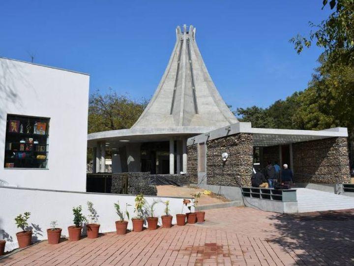 અમદાવાદમાં ચિન્મય મિશન દ્વારા પરમધામ મંદિરમાં ગીતા હવનનું આયોજન કરાયું. ગીતાના 18 અધ્યાયના કુલ 700 શ્લોકો બોલીને આહુતિ અપાશે|અમદાવાદ,Ahmedabad - Divya Bhaskar