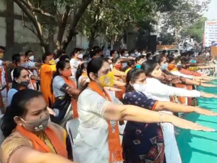 ગુજરાતનો વિકાસ માટે તમામ કોર્પોરેટરો પુરુષાર્થ કરવાની અપીલ કરી હતી.