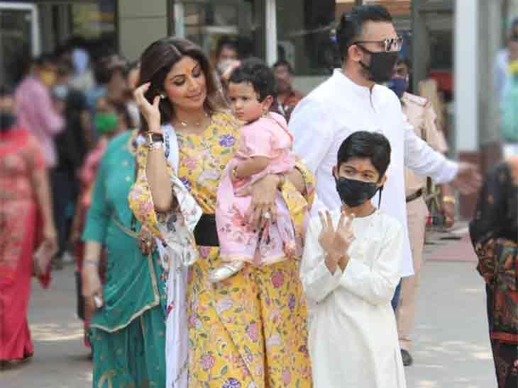 દીકરી એક વર્ષની થતાં શિલ્પા શેટ્ટીએ પરિવાર સાથે સિદ્ધિ વિનાયક મંદિરે શિશ ઝુકાવ્યું|બોલિવૂડ,Bollywood - Divya Bhaskar