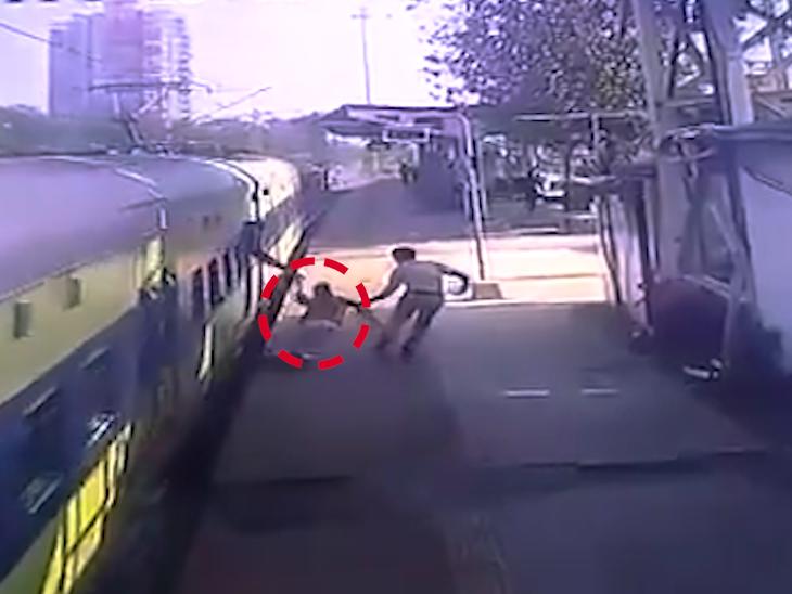 ચાલતી ટ્રેનમાં ચઢવાનું ભયાનક પરિણામ, RPF જવાને મોતના મુખમાંથી યાત્રીને ખેંચી લીધો|ઈન્ડિયા,National - Divya Bhaskar