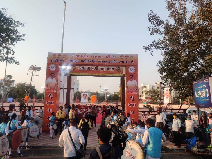 હલ્દી કુમકુમના કાર્યક્રમમાં ગુજરાત પ્રદેશ ભાજપ પ્રમુખ સી.આર પાટીલે હાજરી આપી હતી
