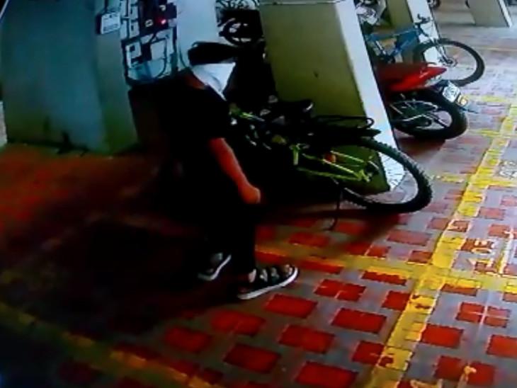 સુરતનો મોંઘી અને સ્પોર્ટ્સ સાઇકલનો શોખિન ચોર, એક જ સોસાયટીમાંથી 3 સાઇકલની ચોરી કરી સુરત,Surat - Divya Bhaskar