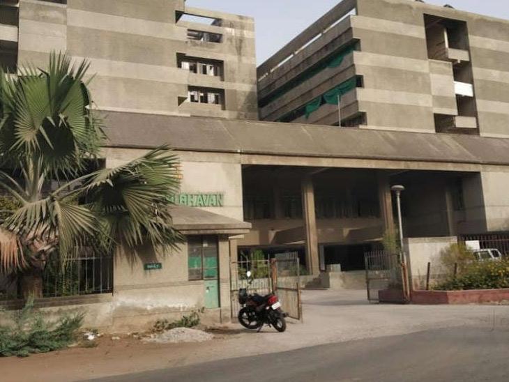 કૃષિ ભવનમાં ખાતર ફાળવણી અંગેની ફાઈલો ખોવાઈ ગઈ!|અમદાવાદ,Ahmedabad - Divya Bhaskar