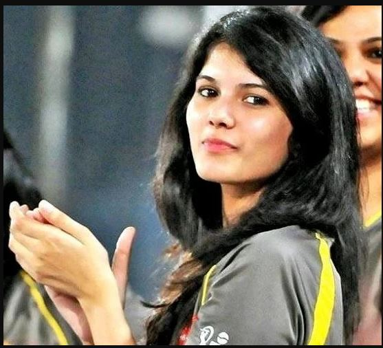 સનરાઈઝર્સ હૈદરાબાદની મેચ દરમિયાન સ્ટેડિયમમાં જઈને પોતાની ટીમને સપોર્ટ કરતી જોવા મળી છે