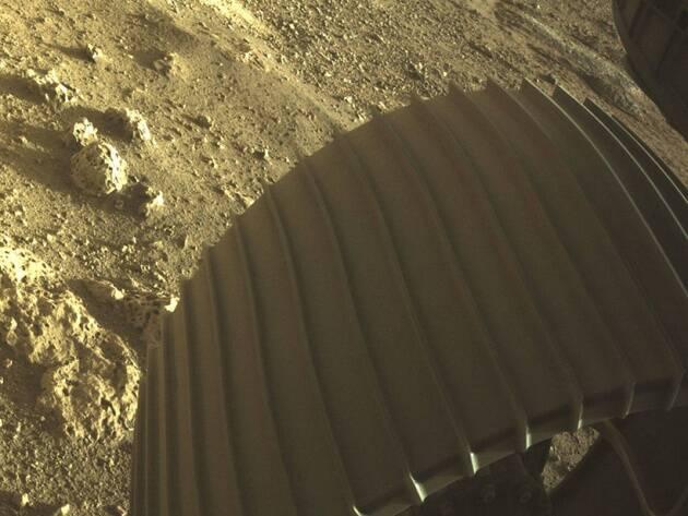સ્પેસક્રાફ્ટે 25 કેમેરા અને બે માઈક્રોફોન્સથી સજ્જ છે.