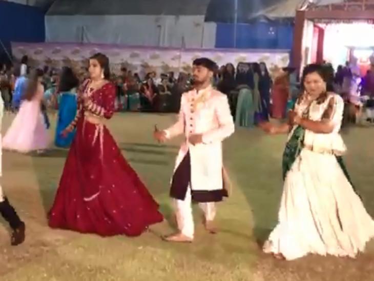 સુરતમાં દુકાનદારના પુત્રના લગ્નની સંગીત સંધ્યામાં 'આપ' ના ટાઇટલ ગીત પર ગરબા રમ્યા|સુરત,Surat - Divya Bhaskar