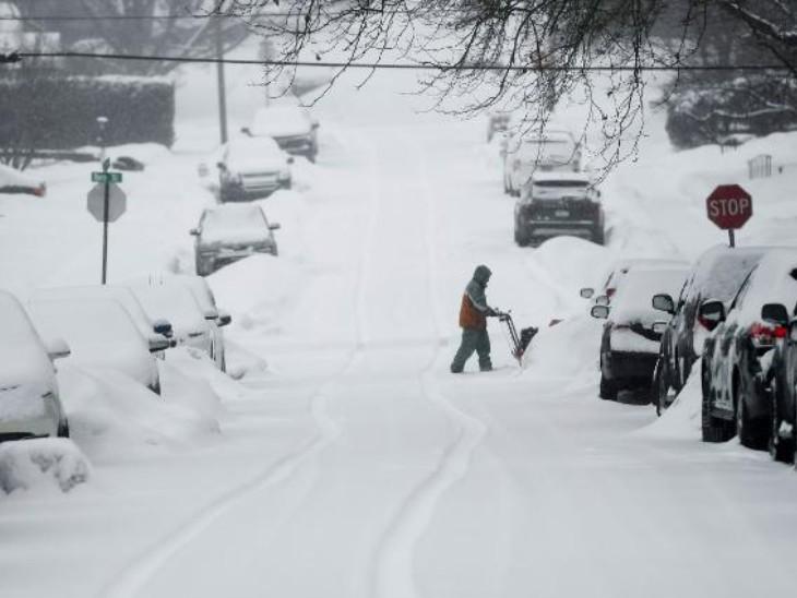 ફોટો ટેક્સાસનો છે. અહીં રસ્તા પર બરફ જ બરફ જોવા મળી રહ્યો છે.
