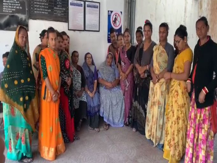 રાજકોટના કિન્નરો ન્યાયની માંગ સાથે પોલીસ સ્ટેશન પહોંચ્યા, કહ્યું- ડુપ્લિકેટ કિન્નરના કારણે અસલી કિન્નરોને બદનામી મળે છે|રાજકોટ,Rajkot - Divya Bhaskar