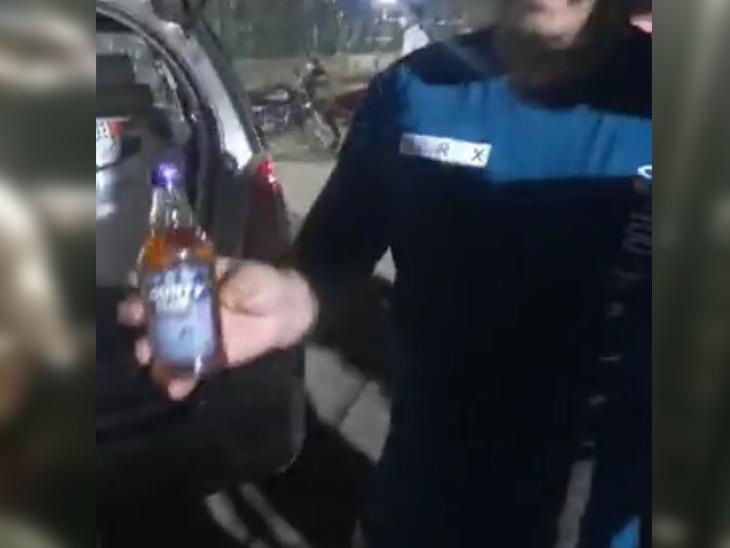 LD એન્જિનિયરિંગ કોલેજના કેમ્પસમાં પાર્ક કરેલી કારમાંથી વ્હિસ્કીની બોટલો મળી આવી છે