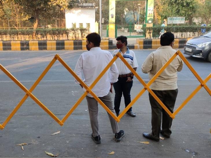બેરિકેડિંગ કરીને વાહન વ્યવહાર માટે બંધ કરવામાં આવ્યો.