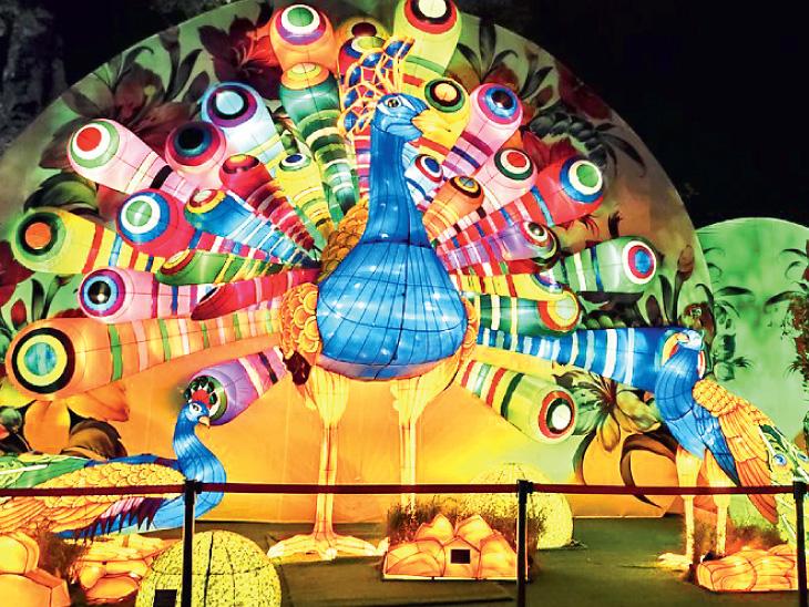 રિવર હોંગબાઓ ખાતે મંત્રમૂગ્ધ કરી મૂકે તેવા વિશાળ લેન્ટર્નનું પ્રદર્શન.