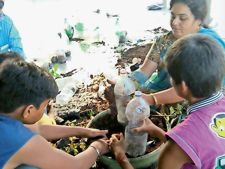 રાજકોટની શાળામાં વિદ્યાર્થીઓ ઘરેથી ફળ-શાકભાજીની છાલ, કચરો લાવી ખાતર બનાવશે, શાળામાં 10 હજાર રોપા તૈયાર કરશે|રાજકોટ,Rajkot - Divya Bhaskar