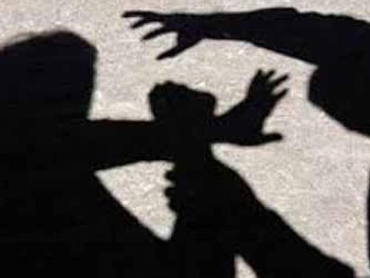 રાધનપુર છાત્રાલયમાં રહેતી વિદ્યાર્થિનીઓની છેડતી કરનારા બે રોમિયો સામે પોલીસ ફરિયાદ|પાટણ,Patan - Divya Bhaskar