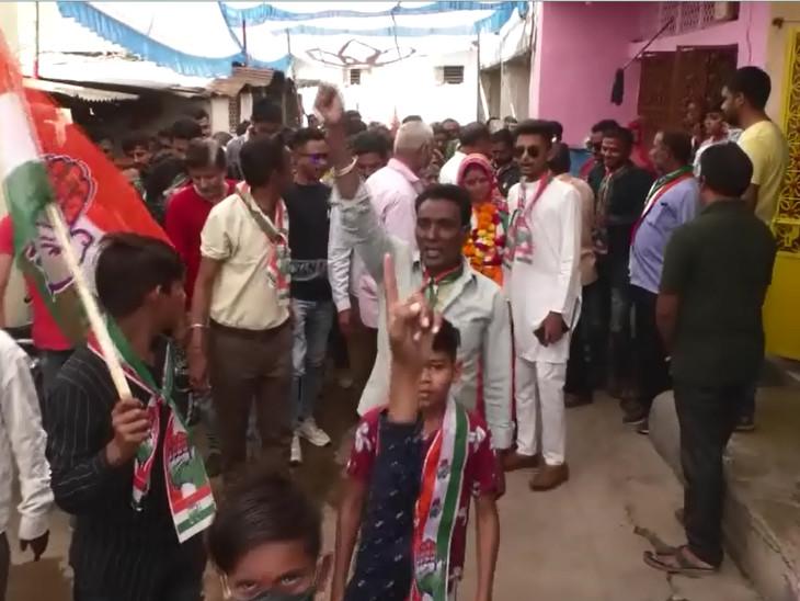 વડોદરા મનપામાં વિજય બાદ જિલ્લા-તાલુકા પંચાયત અને પાલિકાની ચૂંટણીમાં જીતવા ભાજપ મેદાને પડ્યું, પેટ્રોલ-ડીઝલના ભાવ વધારા મુદ્દે કોંગ્રેસે મત માગ્યા|વડોદરા,Vadodara - Divya Bhaskar