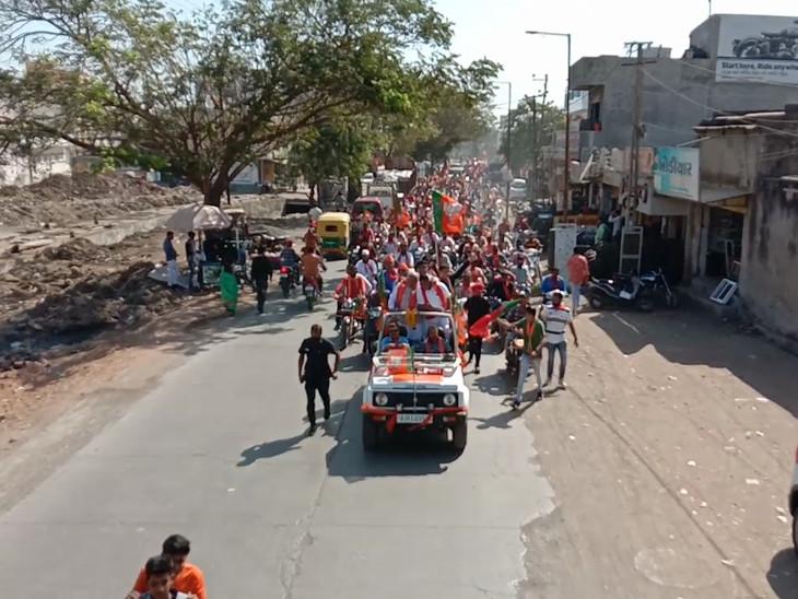 રાજકોટ જિ.પં.ની 36 અને 11 તા.પં.ની 202 બેઠક પર આજે ચૂંટણી પ્રચાર પૂરજોશમાં, સાંજથી પ્રચાર પડઘમ શાંત, 3000 પોલીસ જવાનનો બંદોબસ્ત રાજકોટ,Rajkot - Divya Bhaskar