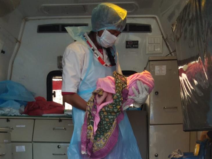 વાંસદાના અંતરિયાળ વિસ્તારમાં 108ની ટીમે સફળ પ્રસુતિ કરાવી, EMT અને પાઈલોટે સુઝબુજથી ઘટના સ્થળે જ દીકરીનો જન્મ કરાવ્યો|સુરત,Surat - Divya Bhaskar