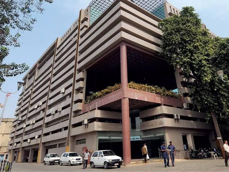 AMCમાં ભાજપ અને કોંગ્રેસ સહિત AIMIM તથા અપક્ષની પણ ઓફિસ બનશે, કોંગ્રેસના કાર્યાલયને નાનું કરી દેવાયુ|અમદાવાદ,Ahmedabad - Divya Bhaskar