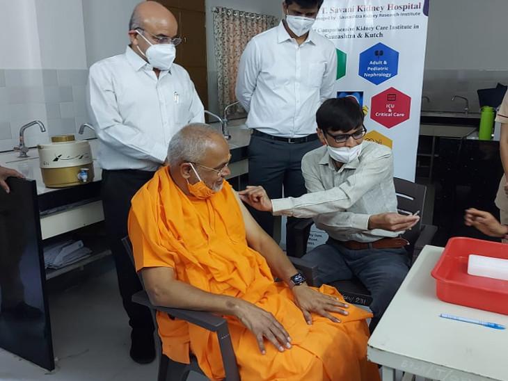 રાજકોટમાં 60 વર્ષથી મોટા 3783 અને 45થી 59 વર્ષના 86 લોકોને કોરોનાની રસી અપાઈ રાજકોટ,Rajkot - Divya Bhaskar