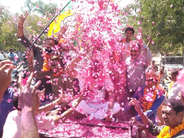 મોદી કરતાં મોટો વિજય, કોંગ્રેસમુક્ત સ્વરાજ! મનપા પછી હવે જિલ્લા-તાલુકા અને પાલિકામાં ભાજપે ક્લિનસ્વીપ કર્યું|અમદાવાદ,Ahmedabad - Divya Bhaskar