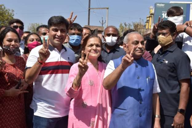 ગુજરાતમાં ઉના અને કડી નગરપાલિકામાં ભાજપનો કબજો, જિલ્લા પંચાયતોની 25 અને તાલુકા પંચાયતોની 117 બેઠકો પર પણ ભાજપ બિનહરીફ ગાંધીનગર,Gandhinagar - Divya Bhaskar