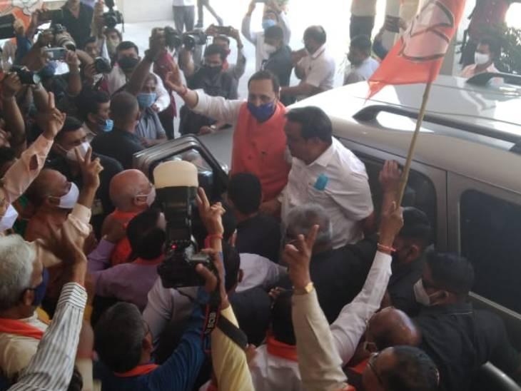 કોંગ્રેસ વિપક્ષ માટે પણ લાયક નથી, આમ આદમી પાર્ટી 16 બેઠક જીતી એ જીતી ના કહેવાયઃ વિજયોત્સવમાં વિજય રૂપાણી|અમદાવાદ,Ahmedabad - Divya Bhaskar