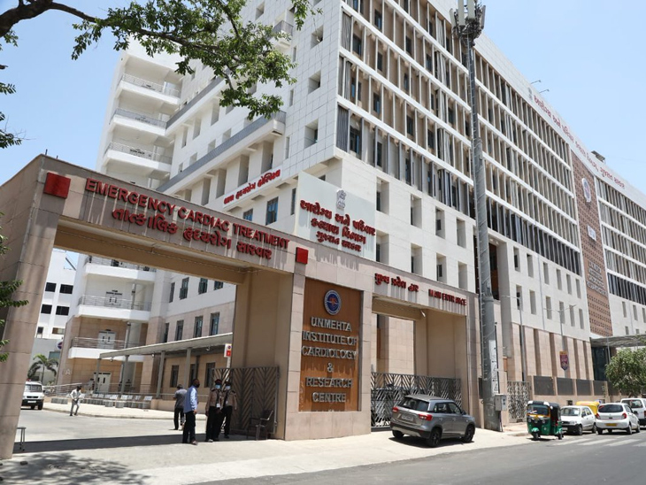 કોરોના મહામારી વચ્ચે અમદાવાદ સિવિલ-યુ.એન.મહેતા સહિત 4 હોસ્પિ.માં મેડિકલ સ્ટાફની 3,469 જગ્યાઓ ખાલી, શહેરમાં એક વર્ષમાં 65000ના મૃત્યુ થયા|અમદાવાદ,Ahmedabad - Divya Bhaskar