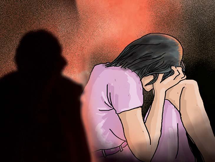 અડાજણમાં લઘુશંકા માટે ગયેલી પરિણીતા પર કાકા સસરાએ બળાત્કાર ગુજાર્યો|સુરત,Surat - Divya Bhaskar