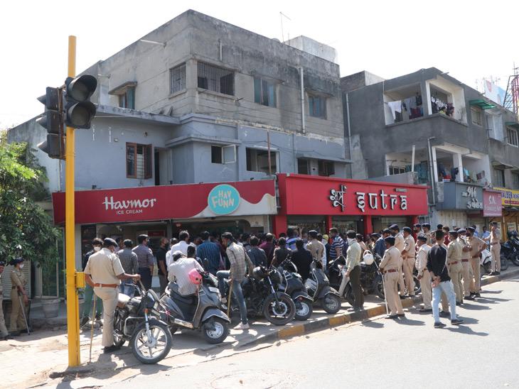 વસ્ત્રાપુરના આનંદવિહારની ગેરકાયદે દુકાનો તોડી પડાઈ|અમદાવાદ,Ahmedabad - Divya Bhaskar