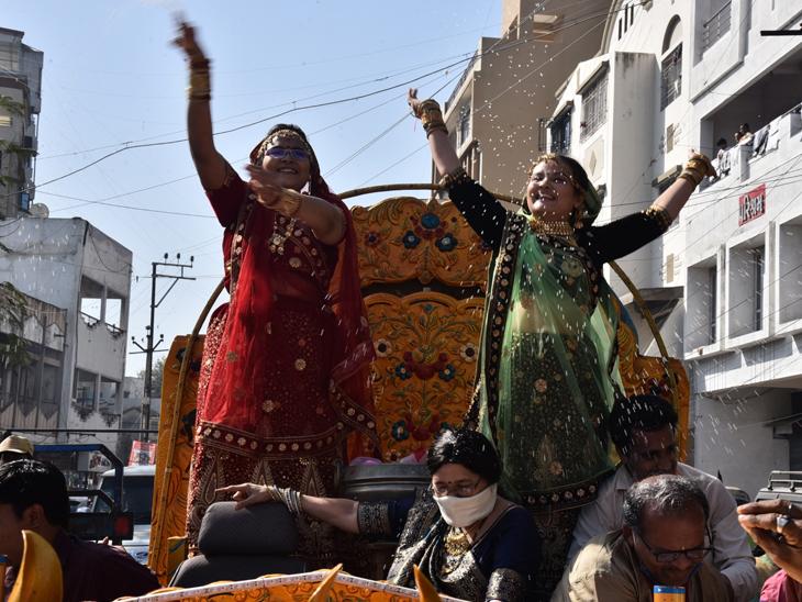 જામનગરમાં બે બહેનોનું સંયમના માર્ગે પ્રયાણ, વરસીદાનનાે વરઘોડાે નીકળ્યો જામનગર,Jamnagar - Divya Bhaskar