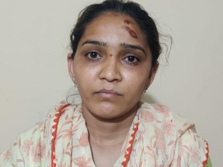 રાજકોટમાં અકસ્માત સર્જીને પોલીસ તરીકે ખોટી ઓળખ આપનાર વિવાદાસ્પદ યુવતી ગુનો નોંધાયો, અકસ્માતનો ભોગ બનનાર યુવકે નોંધાવી ફરિયાદ રાજકોટ,Rajkot - Divya Bhaskar