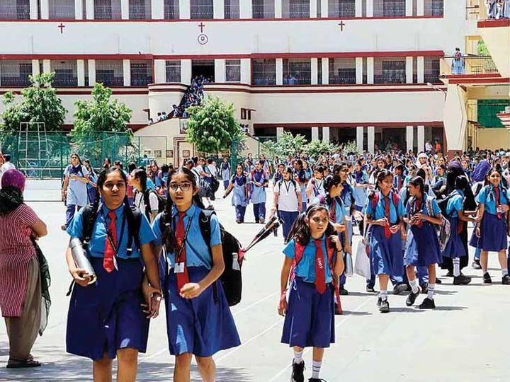 રાજ્યમાં છેલ્લા બે વર્ષમાં 446 ખાનગી સ્કૂલોને મંજુરી અપાઈ, 5 હજારથી વધુ સ્કૂલોમાં કમ્પાઉન્ડ વોલની સુવિધા નથી, સરકારી સ્કૂલોમાં 18 હજાર ઓરડાની ઘટ|ગાંધીનગર,Gandhinagar - Divya Bhaskar